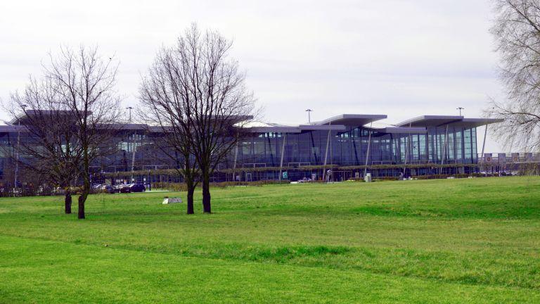 Jak dojechać z lotniska we Wrocławiu do centrum Wrocławia?