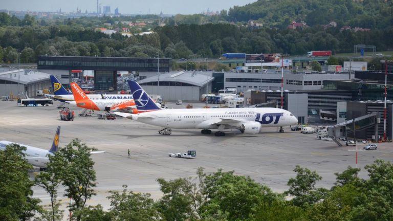 Bardzo dobry lipiec na lotnisku w Krakowie