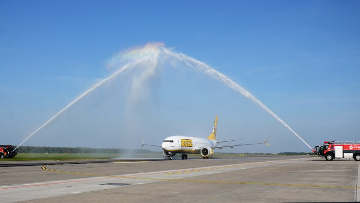 """Boeing 737-8200 """"Gamechanger"""" BUZZ na Lotnisku w Modlinie"""