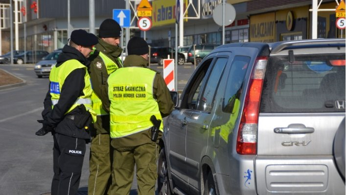 Kontrole graniczne na polskich lotniskach