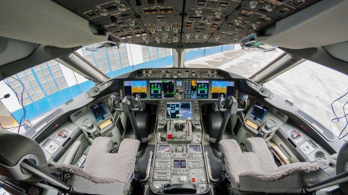 LOT szuka nowych pilotów