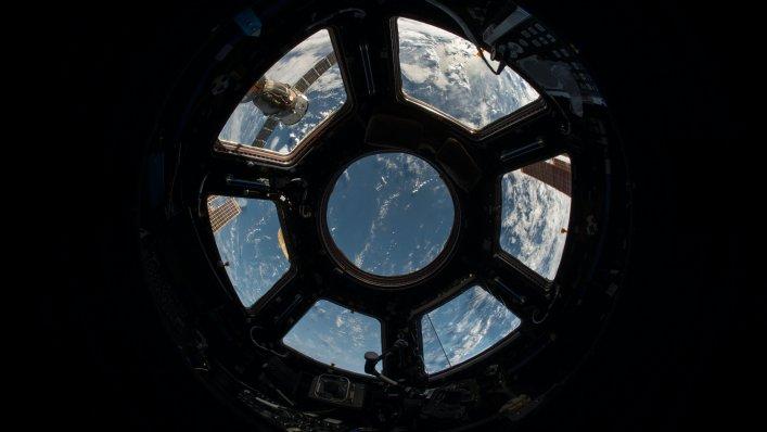 NASA przyjmuje dostawę rakiety do Kennedy Space Center