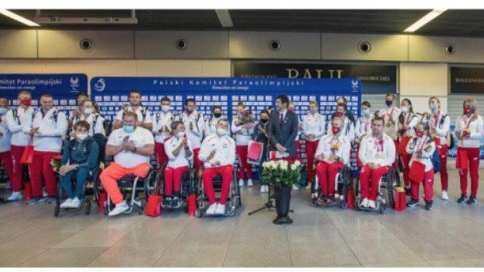 Niezwykłe powitanie paraolimpijczyków na Lotnisku Chopina