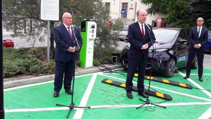Nowa stacja ładowania elektrycznego na dworcu PKP