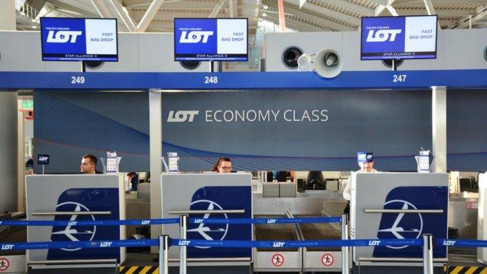 Nowa strefa check-in Polski Linii Lotniczych LOT na Lotnisku Chopina w Warszawie