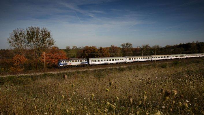 Pasażerowie PKP Intercity podróżują prywatnie i służbowo