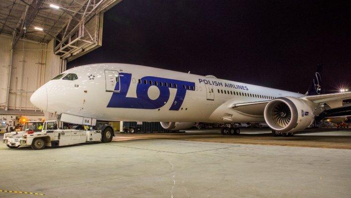Piloci i stewardessy odrzucili pomysł LOT-u