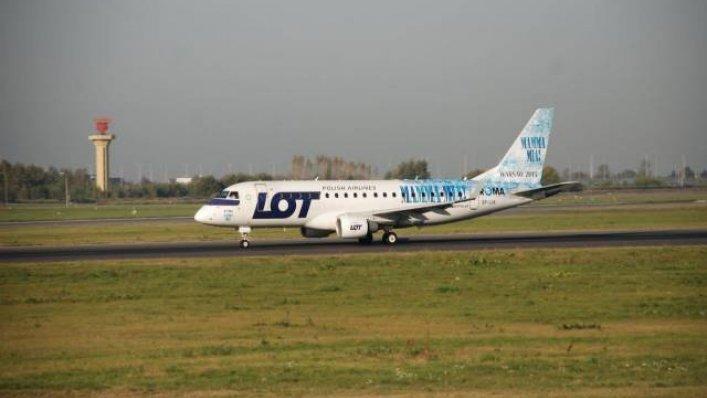 PLL LOT- Muzyczna podróż samolotem LOT-u w barwach musicalu Mamma Mia!