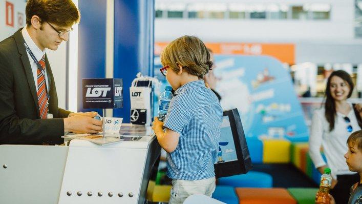 Polskie Linie Lotnicze LOT przedstawiają nowe, dedykowane usługi dla podróżujących rodzin.