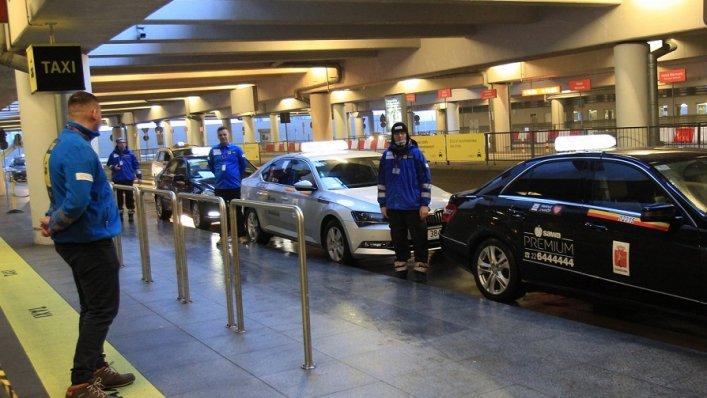 Pracownicy firm taxi lepiej widoczni na Lotnisku Chopina