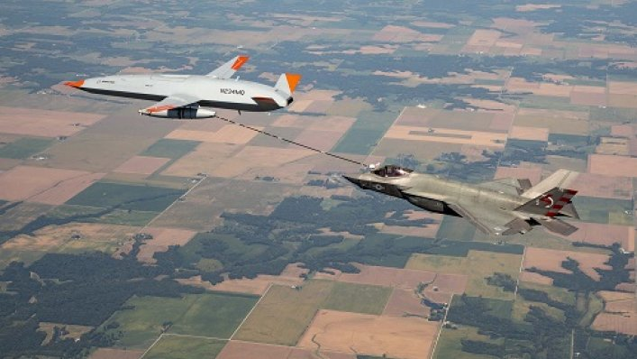 US Navy i Boeing przeprowadza pierwszą misję tankowania MQ-25 z F-35C