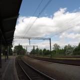 Stacja kolejowa w Świebodzicach - peron z widokiem na łuk trasy do Wrocławia