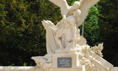 Pomnik - Aux Enfants de Beuvais Morts pour La France